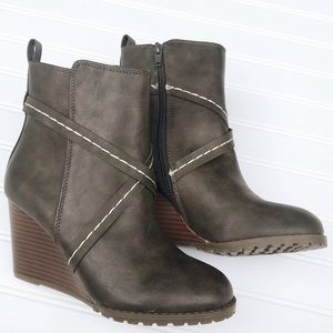NEW Diba Wedge Booties